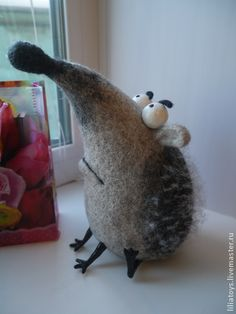Puzzled Hedgehog - hedgehog, gray, handmade toy in wool. Russian cartoon styles are often fantastic! Wet Felting, Needle Felting, Felt Mouse, Sock Animals, Felting Tutorials, Needle Felted Animals, Felt Hearts, Felt Dolls, Antique Toys