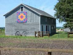 Nothing is more beautiful than seeing the sunset behind a McHenry County barn. Barn Quilts, Rustic Quilts, American Barn, Barn Quilt Designs, Barn Art, Country Landscaping, Pallet Art, Metal Projects, Antique Quilts