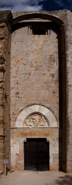 Cathédrale Saint-Pierre-et-Saint-Paul de Villeneuve-lès-Maguelone Architecture Romane, Romanesque Architecture, Art And Architecture, Pre Romanesque, Art Roman, Languedoc, Carolingian, Cathedral Church, Built Environment