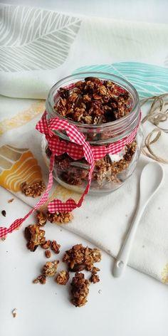 Domowa, chrupiąca granola bez dodatku zbędnego cukru. Granola, Breakfast, Fitness, Food, Diet, Morning Coffee, Essen, Meals, Yemek