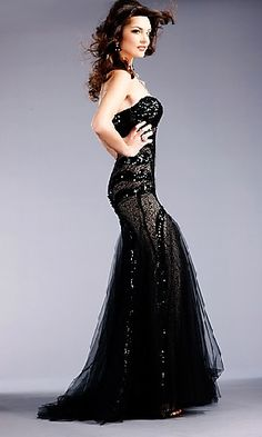 black lace dress for prom; obsessed. would love to do an old fashioned look with this, thinkin' Mad Men.