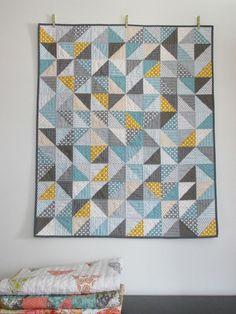 Patchwork moderne de bambin de bébé de le garçon triangle géométrique quilt gris jaune couverture bleue