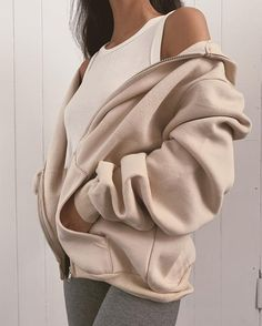 white zip up hoodie outfit casual * white zip up hoodie outfit - white zip up hoodie - white zip up hoodie outfit casual Oversized Hoodie Outfit, Hoodie Outfit Casual, Baggy Hoodie, Legging Outfits, Cute Casual Outfits, Pretty Outfits, Zip Hoodie, Outfit Jeans, White Hoodie