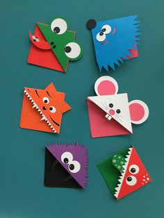 Easy Owl Origami Bookmarks - learn how to make origami bookmark owls. Adorable Paper Owl Bookmarks based on the traditional easy Origami Bookmark Corner pattern! Creative Bookmarks, Bookmarks Kids, Corner Bookmarks, Paper Bookmarks, Handmade Bookmarks, Design Origami, Origami Art, Oragami, Arts And Crafts