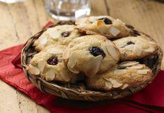 Áfonyás fehér csokis és mandulás cookie