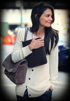 Katie Holmes -- so chic she makes me want to buy something Kate spade & ill always be a dawsons creek fan