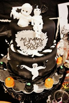 Mummy Loves You #Halloween Cake by @Kurabiiki  via Flickr