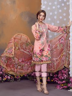 Khas Luxury Eid Lawn Suits Designs Collection 2019 - All About Eid Outfits Pakistani, Simple Pakistani Dresses, Pakistani Fashion Party Wear, Pakistani Dress Design, Indian Fashion, Latest Pakistani Fashion, Pakistani Lawn Suits, Stylish Dress Designs, Dress Neck Designs