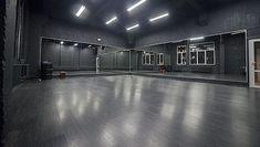 Home Dance Studio, Dance Studio Design, Home Room Design, Interior Design Studio, Tanzstudio Design, Dance Rooms, Hall Interior, At Home Movie Theater, Gym Decor