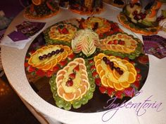 Masa de fructe, bar de fructe, fructe sculptate Bar, Sushi, Salads, Ethnic Recipes, Food, Essen, Salad, Chopped Salads, Yemek