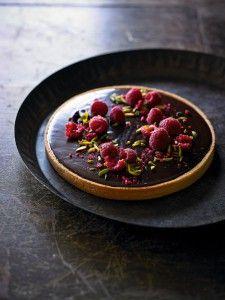 Tarte ganache - Viele Menschen mögen Himbeeren, und die meisten lieben Schokolade, aber auf diese Schokoladen-Himbeer-Tarte fliegen sie alle. Davon ist Meister-Konditor Jean Michel Raynaud überzeugt