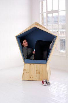Le studio de design basé à Londres TILT a créé une chaise nommée Quiet. Le meuble a été conçu dans le cadre d'un projet de co-design avec le Whittington Hospital Pharmacy de Londres.    Cette forme pentagonale et son design très cocon, donnent aux utilisateurs l'impression d'être protégés, presque immunisés du monde extérieur, le tout en étant assis confortablement.