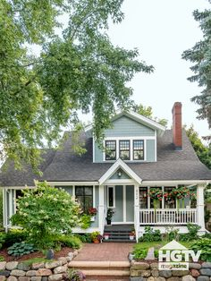 Steal inspiring curb appeal ideas from these eye-catching houses featured in HGTV Magazine. Dix Blue Farrow And Ball, Quick Fire Hydrangea, Porch Paint, Painted Front Doors, White Planters, Front Yard Landscaping, Exterior Paint, House Painting, House Colors