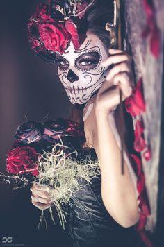 Day of the dead themed wedding inspiration Nuestra Señora de la Santa Muerte by christophegodfroid Sugar Skull Makeup, Sugar Skull Art, Sugar Skulls, Dark Beauty, Maquillaje Sugar Skull, Halloween Make Up, Halloween Face Makeup, Halloween Photos, Costume Makeup