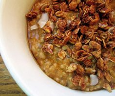 Pumpkin Oats with Maple Syrup and Granola from @FITNESS Magazine Pumpkin Oatmeal, Pumpkin Granola, Yummy Oatmeal, Healthy Oatmeal Recipes, Healthy Pumpkin, Vegetarian Breakfast Recipes, Healthy Snacks, Healthy Eats, Healthy Breakfasts