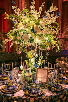 Gil Walsh for 2017 Lenox Hill Neighborhood House Gala Thanksgiving Table Settings, Holiday Tables, Christmas Tables, Lenox Hill, Entertainment Table, Table Top Design, Beautiful Table Settings, Wedding Decorations, Table Decorations