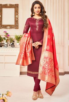 Get a collection of indian salwar kameez and salwar suits online. Order this cotton silk crimson designer straight suit for festival and wedding. Wedding Salwar Kameez, Indian Salwar Kameez, Churidar Suits, Anarkali Suits, Embroidered Clothes, Embroidered Silk, Costumes Bleus, Neck Deep, Vetement Fashion