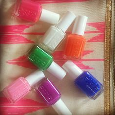 Light up the night with essie neons + a @Persifor bag to match!
