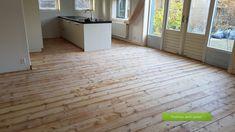 Grenen vloer, geschuurd gelakt Tile Floor, Garage Doors, Flooring, Outdoor Decor, Home Decor, Decoration Home, Room Decor, Tile Flooring, Hardwood Floor