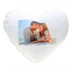 Herzkissen mit Motiv für Verliebte. Eine Valentinsgeschenk der persönlichen Art. Hergestellt aus Polyester. Mit eigenem Foto bedruckbar. Waschbar bis 40 °C.