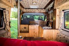Beautiful Asha's welcoming and versatile interior guarantees an unforgettable adventure whether you're a family or a couple. Oak, mahogany and a variety of...