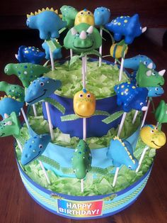 Friendly dinosaur cake pops #dinosaurs #cakepops Dinosaur Cake Pops, Dinosaur Food, Dino Cake, Dinosaur Birthday Cakes, Dinosaur Party, Monster Cake Pops, Cakepops, Leo Birthday, Birthday Stuff