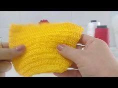 Galinha rendada com pintinhos - parte 1 - YouTube Fingerless Gloves, Arm Warmers, Knitted Hats, 1, Make It Yourself, Youtube, Knitting, Drawings, Infinity Table