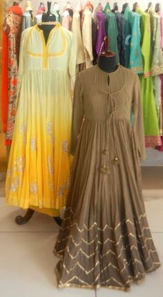 #pintrest@Dixna deol Indian Fashion Dresses, Indian Gowns, Indian Attire, Indian Outfits, Kurta Designs, Blouse Designs, Ethnic Dress, Anarkali Dress, Indian Couture
