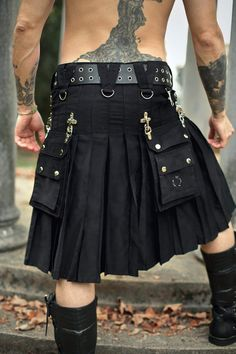 Verillas V Kilt Cargo Pockets Black Size 48 Factory Second Tartan Fashion, Gothic Fashion, Mens Fashion, Modern Kilts, Kilt Belt, Goth Skirt, Utility Kilt, Man Skirt, Scottish Kilts