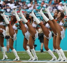 Dolphins Cheerleaders, Cute Cheerleaders, Hottest Nfl Cheerleaders, Female Pose Reference, Cheerleading Pictures, Stencil Patterns, Miami Dolphins, Female Poses, Belly Dance