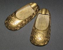 Laiton cendriers Inde numéro 1203 gravé Shoes des fleurs Womens