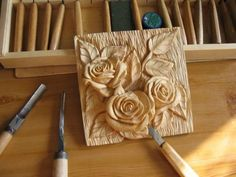 Roses carved in wood (Saved from the internet; have lost source) Wood Carving Designs, Wood Carving Patterns, Wood Carving Art, Wood Crafts, Diy And Crafts, Wood Projects, Projects To Try, Clay Wall Art, Chip Carving