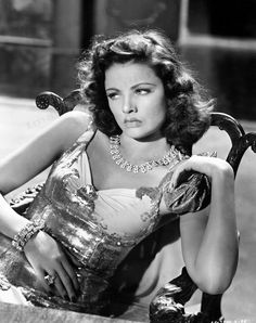 Gene Tierney Les Paradis Artificiels: How to be a Femme Fatale and not end up in the gutter Vintage Hollywood, Old Hollywood Glamour, Golden Age Of Hollywood, Classic Hollywood, Hollywood Jewelry, Hollywood Photo, Old Hollywood Stars, Classic Actresses, Beautiful Actresses