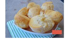 Barriga vazia é um pão de queijo muito fácil de preparar, delicioso e que fica ainda melhor recheado com requeijão. Hummmm...não perca essa receita!