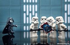 Special issue : How to avoid force grip - Star Wars Vader - Ideas of Star Wars Vader - LEGO Star Wars: Darth Vader and Storm Troopers reading TIME Magazine. Lego Stormtrooper, Starwars Lego, Lego Star Wars, Star Wars Art, Star Trek, Star Destroyer, Obi Wan, Legos, Star Wars Figure