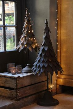 Antiqued Metal Christmas Trees | discoverattic
