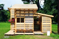 utilize about 300 pallets to create roughly 1200 square feet of living space. The prototype buildings use a contemporary polycarbonate fill, but the designers foresee local materials being used to finish the building — straw for insulation, waddle and daub (mud and branches) for an outside finish. Many other local materials can create infill as well. If available, foam infill and plywood, corrugated steel, stucco or tiles could skin the exterior.
