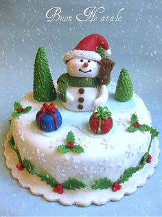 It doesn't have to be an ice cream cake to be a snowman cake! Christmas Themed Cake, Christmas Cake Designs, Christmas Cake Decorations, Christmas Cupcakes, Christmas Sweets, Holiday Cakes, Christmas Cooking, Xmas Cakes, Christmas Christmas
