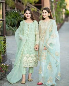 For Price & Queries Please DM us or you can Message/WhatsApp 📲 We provide Worldwide shipping🌍 ✅Inbox to place order📩 ✅stitching available🧣👗🧥 &shipping worldwide. 📦Dm to place order 📥📩stitching available SHIPPING WORLDWIDE 📦🌏🛫👗💃🏻😍 . Pakistani Fashion Party Wear, Pakistani Formal Dresses, Pakistani Wedding Outfits, Pakistani Dress Design, Stylish Dresses For Girls, Wedding Dresses For Girls, Simple Dresses, Casual Dresses, Fancy Dress Design