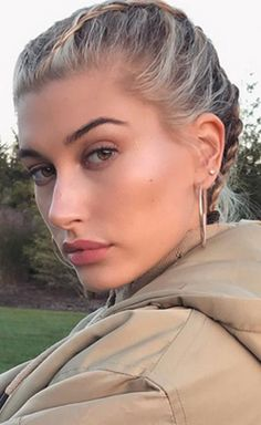 A First Look At Hailey Baldwin's ModelCo Makeup Range – Eyebrows Hayley Bieber, Hailey Baldwin Style, Justin Hailey, Natural Wedding Makeup, Grunge Hair, Hair Dos, Eyebrows, Makeup Looks, Hair Makeup