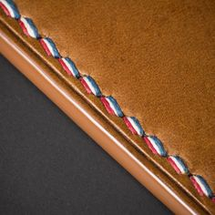 Great decorative stitching to secure a zipper Leather Craft Tools, Leather Projects, Stitching Leather, Leather Tooling, Leather Art, Leather Accessories, Leather Jewelry, Minimalist Leather Wallet, Leather Workshop