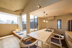 ダイニングテーブルと一体の造作キッチン