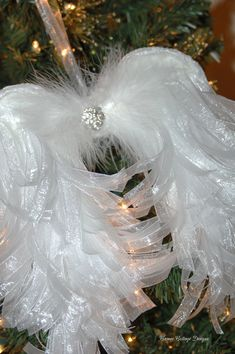 Cameo Cottage Designs: Shabby Tattered Paper Angel Wings or Organdy Ribbon Angel Wing Tutorial Christmas Angels, All Things Christmas, Christmas Wreaths, Christmas Crafts, Christmas Decorations, Christmas Ornaments, Christmas Tree, Memorial Ornaments, Xmas