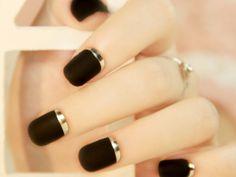 Nail Design for Short Nails http://onlineshopchina.cn/shop/fashion-nail-designs/fake-nail-designs/gold-and-black-nails/