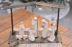 Housewife 2 Hostess : DIY Paint Stick Nativity Stable