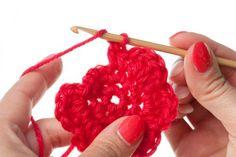 Crochet Motif with Bamboo Crochet Hook Crochet Diy, Crochet Simple, Crochet Motifs, Easy Crochet Patterns, Learn To Crochet, Crochet Crafts, Yarn Crafts, Crochet Stitches, Crochet Hooks