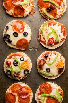 DIY mini pizzas for kids | Hellobee