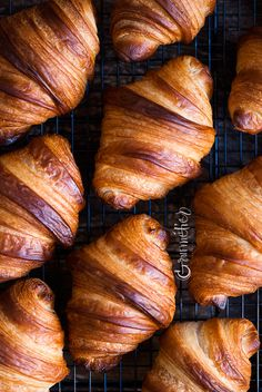 How to make butter croissants - Gourmétier Making Croissants, Homemade Croissants, Bake Croissants, French Croissant, Butter Croissant, Best Bread Recipe, Bread Recipes, Cooking Recipes, Crescent Recipes
