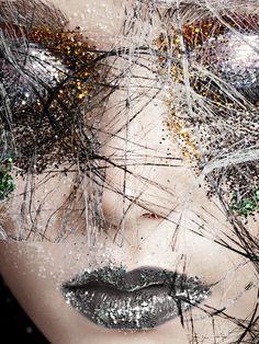 Shimmering creative make-up look Sparkles Glitter, Glitter Makeup, Glitter Uggs, Sparkle Makeup, Glitter Face, Glitter Girl, Make Up Art, How To Make, Creative Makeup