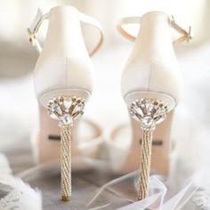 #Regram via @SMPWeddings -- Let your heels make a statement on your bigday (literally)! #ShowUsYourShoes   Photography: @briannawilburphoto   Cinematography: Matt Stambaugh Films   Venue: @thefarmateaglesridge   Shoes: @badgleymischka   Cake: @corkfactoryhotel